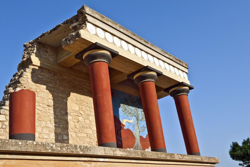 The Archaeological Tour Of Knossos